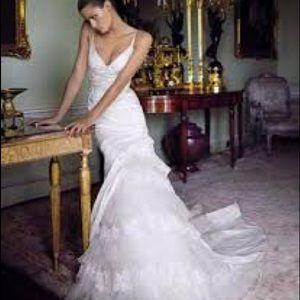 Pronovias 'Diagonal' mermaid wedding gown